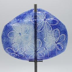 Gartenstele Glasstele Segel Blume dunkelblau hellblau 1