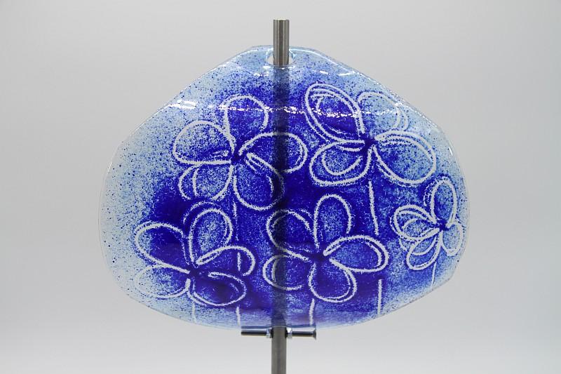 Gartenstele Glasstele Segel Blume hellblau dunkelblau 1